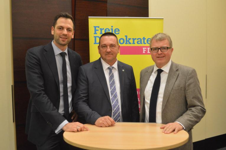 FDP Ostwestfalen-Lippe lädt zum 1. Innenpolitischen Forum OWL Lürbke: Müssen Polizei mit innenpolitischem Gesamtkonzept den Rücken stärken